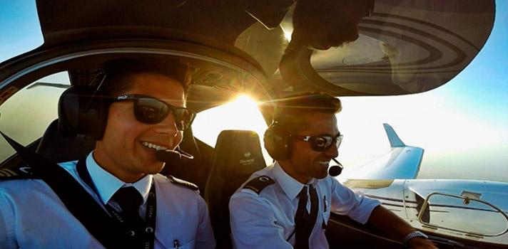 Si deseas formarte en una Universidad y obtener un título de grado oficial, en España solo existen dos centros universitarios que imparten el Grado en Piloto de Aviación Comercial y Operaciones Aéreas