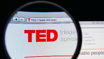 <p style=text-align: justify;>Como cada año, tuvieron lugar las <strong>charlas TED</strong>, bajo la intención de apoyar las <strong>ideas que pretenden cambiar la realidad actual</strong>. Las propuestas de los oradores, que son los principales pensadores y emprendedores del mundo, inspiran a miles de personas. Por eso, <strong>descubre qué consejos dieron en relación a la educación, para que puedas implementarlos y beneficiarte de ellos</strong>.</p><p style=text-align: justify;></p><p style=text-align: justify;></p><p><strong>Lee también:</strong></p><p></p><p><a style=color: #ff0000; text-decoration: none; title=Infografía: ¿Cómo será la educación en el 2020? href=https://noticias.universia.com.do/en-portada/noticia/2014/03/20/1089417/infografia-sera-educacion-2020.html>» <strong>Infografía: ¿Cómo será la educación en el 2020?</strong></a></p><p><a style=color: #ff0000; text-decoration: none; title=La calidad docente un tema relegado en República Dominicana href=https://noticias.universia.com.do/en-portada/noticia/2013/02/28/1007962/calidad-docente-tema-relegado-republica-dominicana.html>» <strong>La calidad docente un tema relegado en República Dominicana</strong></a></p><p></p><p style=text-align: justify;></p><p style=text-align: justify;>En 2014 la educación fue uno de los temas predominantes. Escuchar distintas perspectivas resulta interesante y útil para tomar ideas sobre cómo inspirar creatividad, determinación y motivación a los estudiantes por ejemplo. A lo largo de la nota podrás <strong>conocer información sobre lo que dijeron y podrás acceder a los videos</strong>. En TED.com, los videos son subtitulados en muchos idiomas a través de una red global de voluntarios.</p><p style=text-align: justify;></p><h3>1. <a href=https://www.ted.com/talks/ziauddin_yousafzai_my_daughter_malala?embed=true>Mi hija, Malala</a></h3><p style=text-align: justify;>Malala Yousafzai es una adolescente de 17 años que se convirtió en un símbolo mundial de la lucha contra el e