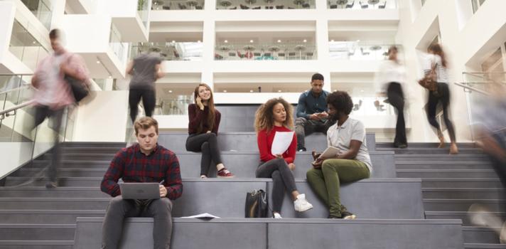 Pasar lista, los libros de texto y la manera de evaluación tradicional tienden a desaparecer en la Universidad