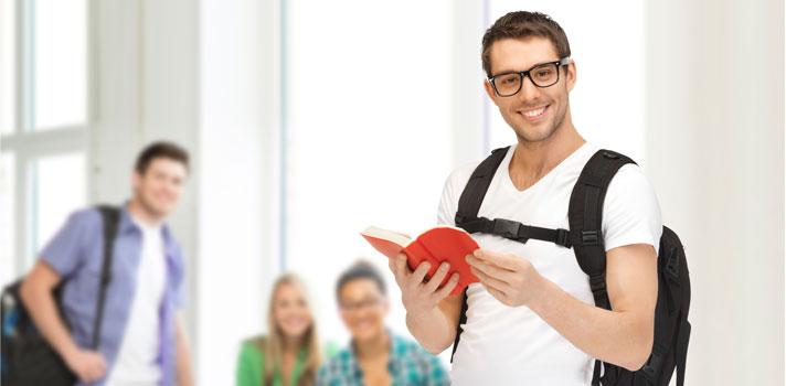 O período de férias é essencial para fazer uma <strong>pausa no trabalho e nos estudos</strong>, mas também pode ser a oportunidade perfeita para se dedicar a uma nova atividade, <strong>aprender um novo idioma</strong> e praticar o seu <strong>hobby preferido</strong>. A seguir, veja uma lista de 3 atividades para praticar durante as férias e voltar ao trabalho mais preparado para a rotina: <p></p><p><span style=color: #333333;><strong>Leia também:</strong></span><br/><a href=https://noticias.universia.pt/destaque/noticia/2015/10/29/1133035/aprenda-ler.html title=Aprenda a ler mais>» <strong>Aprenda a ler mais</strong></a><br/><a href=https://noticias.universia.pt/educacao/noticia/2016/06/10/1140689/3-aplicaces-aprender-novos-idiomas.html title=3 aplicações para aprender novos idiomas>» <strong>3 aplicações para aprender novos idiomas</strong></a><br/><a href=https://noticias.universia.pt/educacao/noticia/2015/09/22/1131475/5-dicas-aprender-novo-idioma-rapido.html title=5 dicas para aprender um novo idioma mais rápido>» <strong>5 dicas para aprender um novo idioma mais rápido</strong></a></p><p></p><p></p><p><strong>1.<a href=3 aplicações para aprender novos idiomas title=https://noticias.universia.pt/educacao/noticia/2016/06/10/1140689/3-aplicaces-aprender-novos-idiomas.html>Estudar uma nova língua</a></strong><br/> Aprender um novo idioma durante as férias pode ser muito produtivo e divertido, já que terá mais tempo para se dedicar à atividade e complementar os estudos com filmes, músicas e séries. Além disso, aproveitar o tempo de descanso para estudar uma língua estrangeira é uma ótima forma de melhorar o currículo e de voltar mais preparado para o trabalho.</p><p></p><p><strong>2.<a href=3 dicas para fortalecer o seu networking title=https://noticias.universia.pt/carreira/noticia/2015/08/24/1130208/3-dicas-fortalecer-networking.html>Melhorar o seu networking</a></strong><br/> Nos dias de hoje, ter bons contactos profissionais pode ser essencial para conseguir 