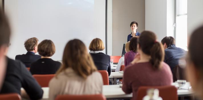 Un orientador vocacional indaga sobre las aptitudes del estudiante y le puede ayudar a encontrar un campo laboral en el que despuntar