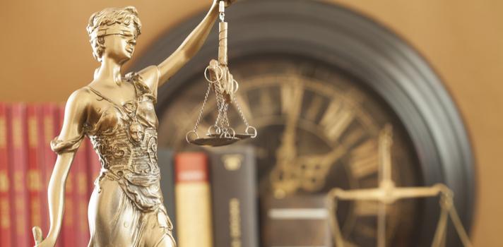 Los estudios jurídicos cuentan con muchas carreras compatibles que puedes cursar si estás buscando especializarte