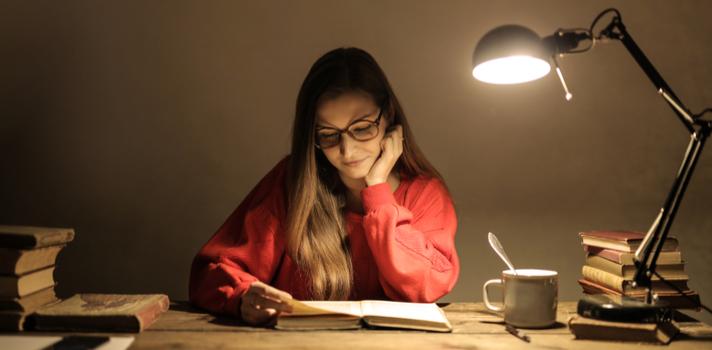 Estudiar de noche ayuda a concentrarse con éxito, y poder aprovechar mejor el tiempo