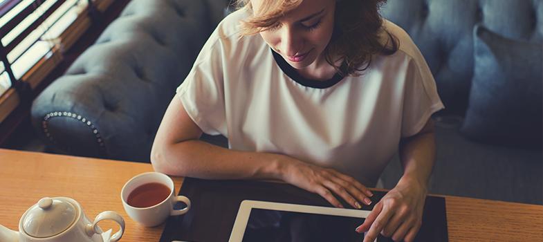 <p>É estudante de negócios, marketing, finanças ou simplesmente se interessa pelo assunto? Então, fevereiro será o mês de aprender mais sobre processos, técnicas e operações ligadas à administração de uma empresa.</p><p></p><blockquote style=text-align: center;>Encontre o curso ideal para você <strong><span style=text-decoration: underline;><a id=CURSOS class=enlaces_med_leads_formacion title=Encontre o curso ideal para você aqui href=https://cursos.universia.com.br/ target=_blank>aqui</a></span></strong></blockquote><p><span style=color: #333333;><strong>Você pode ler também:</strong></span><br/><br/><a style=color: #ff0000; text-decoration: none; text-weight: bold; title=4 erros que podem prejudicar sua carreira de empreendedor href=https://noticias.universia.com.br/carreira/noticia/2015/12/16/1134753/4-erros-podem-prejudicar-carreira-empreendedor.html>» <strong>4 erros que podem prejudicar sua carreira de empreendedor</strong></a><br/><a style=color: #ff0000; text-decoration: none; text-weight: bold; title=Aprenda sobre empreendedorismo digital com cursos online e gratuitos href=https://noticias.universia.com.br/carreira/noticia/2015/12/10/1134563/aprenda-sobre-empreendedorismo-digital-cursos-online-gratuitos.html>» <strong>Aprenda sobre empreendedorismo digital com cursos online e gratuitos</strong></a><br/><a style=color: #ff0000; text-decoration: none; text-weight: bold; title=Todas as notícias de Educação href=https://noticias.universia.com.br/educacao>» <strong>Todas as notícias de Educação</strong></a></p><p></p><p>Veja a seguir uma relação de <strong><a title=Aprenda sobre negócios com curso online e GRÁTIS oferecido pela USP href=https://noticias.universia.com.br/destaque/noticia/2015/11/17/1133781/aprenda-sobre-negocios-curso-online-gratis-oferecido-usp.html>5 cursos online grátis sobre administração e negócios</a></strong>, todos ministrados em língua inglesa e elaborados por conceituadas universidades internacionais:</p><p></p><p><strong>1)<a title=hre