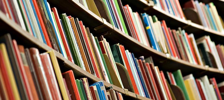 <p><a href=https://noticias.universia.com.br/educacao/noticia/2016/03/28/1137713/indicamos-6-livros-deve-ler.html title=Indicamos: 6 livros que você deve ler>Ler é uma das milhares de formas de aumentar o aprendizado</a>, além de potencializar a capacidade de interpretação de textos e de escrita. A leitura traz benefícios e também pode melhorar o desempenho escolar dos alunos. A seguir, <strong>conheça 5 tipos de livros que farão com que você melhore seu grau de inteligência, além de indicações de leitura:</strong></p><p></p><blockquote style=text-align: center;>Cadastre-se <span style=text-decoration: underline;><a href=https://livros.universia.com.br/ class=enlaces_med_leads_formacion title=Cadastre-se aqui para baixar mais de 2 mil livros grátis target=_blank id=LIVROS>aqui</a></span> para baixar mais de <strong>2.000 livros grátis</strong></blockquote><p><span style=color: #333333;><strong>Você pode ler também:</strong></span><br/><a href=https://noticias.universia.com.br/cultura/noticia/2016/04/22/1138574/400-anos-shakespeare-10- livros-inspirar.html title=400 anos sem Shakespeare: 10 livros para te inspirar>» <strong>400 anos sem Shakespeare: 10 livros para te inspirar</strong></a><br/><a href=https://noticias.universia.com.br/cultura/noticia/2016/03/31/1137871/10-livros-classicos-precisa- ler-agora.html title=Os 10 livros clássicos que você precisa ler agora>» <strong>Os 10 livros clássicos que você precisa ler agora</strong></a><br/><a href=https://noticias.universia.com.br/tag/livros-grátis title=Mais de 2.000 livros grátis para download>» <strong>Mais de 2.000 livros grátis para download</strong></a></p><p></p><p><strong> 1 – Filosofia</strong></p><p>Ao se debruçar na leitura de <a href=https://noticias.universia.com.br/destaque/noticia/2015/08/17/1129914/3-motivos-estudar-filosofia.html title=3 motivos para você estudar Filosofia>livros de filosofia</a>, você pode entender melhor sobre a existência humana e sobre si mesmo. São essenciais para entender as 