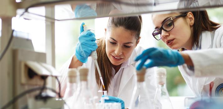 La tecnología exige nuevas medidas para la implantación del conocimiento en la Universidad. En un hacklab se puede compartir la tecnología