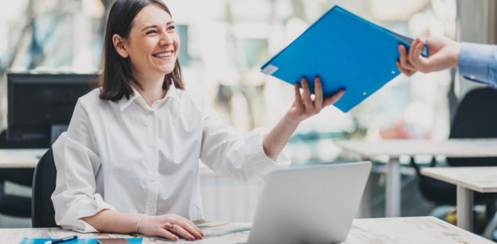 Os cursos de negócios oferecem empregos estáveis, bem remunerados e com oportunidades de carreira