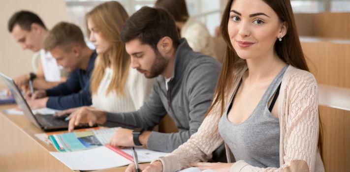 Os cursos técnicos superiores ministrados nos politécnicos exigem que os candidatos tenham o ensino secundário completo