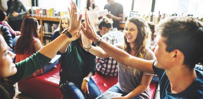Conheça os benefícios de salas de aula invertidas