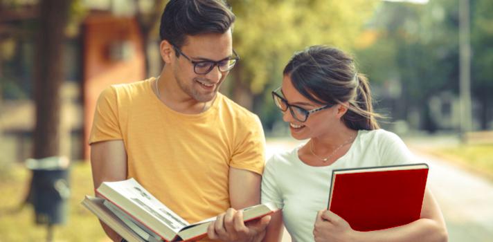 Los estudiantes deben esforzarse para aprobar los exámenes y zambullirse en el itinerario académico propuesto en clase