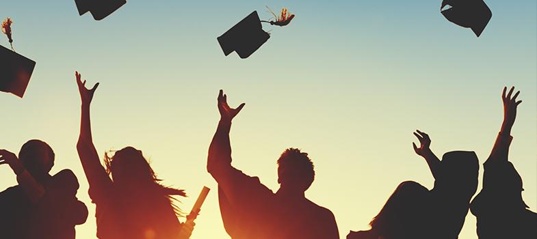 Uma pesquisa feita pela <strong>Associação Brasileira de Mantenedoras de Ensino Superior (ABMES)</strong>, divulgada nesta quarta-feira (20), revelou que <strong>81% dos jovens entre 18 e 30 anos pretende fazer um curso superior nos próximos três anos</strong>. Apesar do sonho de conquistar o diploma da graduação,<strong> mais da metade dos entrevistados (50,5%) afirmou não ter condições financeiras de bancar o curso em uma instituição privada</strong>.<br/><br/><blockquote style=text-align: center;><strong>Guia de Profissões</strong>: confira cursos universitários <span style=text-decoration: underline;><a href=https://www.universia.com.br/estudos class=enlaces_med_leads_formacion title=Guia de Profissões: confira cursos universitários no Brasil target=_blank id=ESTUDIOS>aqui<br/><br/></a></span></blockquote><p><span style=color: #333333;><strong>Você pode ler também:</strong></span><br/><a href=https://noticias.universia.com.br/educacao/noticia/2016/06/22/1141088/54-brasileiros-aprovam-politica-cotas-sociais-diz-pesquisa.html title=54% dos brasileiros aprovam a política de cotas sociais, diz pesquisa>» <strong>54% dos brasileiros aprovam a política de cotas sociais, diz pesquisa</strong></a><br/><a href=https://noticias.universia.com.br/educacao/noticia/2016/03/22/1137621/brasil-10-50-melhores-cursos-universitarios-mundo-diz-estudo.html title=Brasil tem 10 dos 50 melhores cursos universitários do mundo, diz estudo>» <strong>Brasil tem 10 dos 50 melhores cursos universitários do mundo, diz estudo</strong></a><br/><a href=https://noticias.universia.com.br/educacao title=Todas as notícias de Educação>» <strong>Todas as notícias de Educação<br/><br/><br/></strong></a></p><p>Ao todo, foram ouvidos <strong>1.000 jovens de 9 capitais brasileiras</strong> (Belém, Manaus, Recife, Fortaleza. Salvador, Belo Horizonte, Rio de Janeiro, São Paulo e Florianópolis), que já haviam completado o ensino médio.<br/><br/></p><p>A maioria dos entrevistados (71,9%) estudaram em escolas d