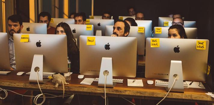 Academia de Código requalifica e reorienta desempregados para a área da programação