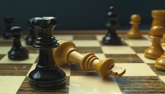¿Cuáles son los beneficios de jugar al ajedrez?