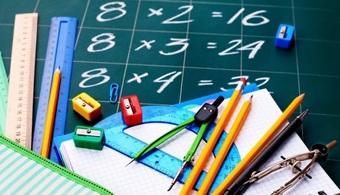 <p style=text-align: justify;><strong>Colorgebra, Gebratorre y Pascalgebra</strong> son los nombres de las tres propuestas diseñadas en la U.N. Sede Palmira para facilitar el aprendizaje del álgebra en grado octavo.</p><p style=text-align: justify;></p><p style=text-align: justify;><strong>Lee también:</strong><br/><a style=color: #ff0000; text-decoration: none; title=Aplicaciones del álgebra en celulares y dispositivos tecnológicos href=https://noticias.universia.net.co/vida-universitaria/noticia/2013/10/15/1056315/aplicaciones-algebra-celulares-dispositivos-tecnologicos.html>» <strong>Aplicaciones del álgebra en celulares y dispositivos tecnológicos</strong></a></p><p style=text-align: justify;></p><p style=text-align: justify;></p><p style=text-align: justify;>Para hacer más sencilla la transición de lo aritmético a lo abstracto, en esta área <strong>matemática</strong> que se centra en las relaciones, estructuras y cantidades, la docente Olga Lucía Masso San Juan desarrolló como trabajo de tesis de maestría tres objetos físicos de aprendizaje, con la ayuda de estudiantes de Diseño Industrial.</p><p style=text-align: justify;></p><p style=text-align: justify;>Con estas propuestas consiguió reducir la dificultad en el aprendizaje del álgebra, al <strong>pasar de un 91,7 % a un 20,8 %</strong>, en un grupo de 45 estudiantes de la Institución Educativa Rafael Navia Varón, donde las herramientas fueron probadas.</p><p style=text-align: justify;></p><p style=text-align: justify;>El proyectó constó de tres etapas: en la primera se diseñaron y elaboraron los objetos físicos de aprendizaje, acordes con las características y exigencias del diseño industrial.</p><p style=text-align: justify;></p><p style=text-align: justify;>Durante este proceso, también se diseñaron las secuencias didácticas o guías de trabajo fundamentadas en la <strong>metodología denominada actividades de aprendizaje activo (AAA)</strong> que orientan su uso.</p><p style=text-align: justify;></p><p sty