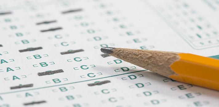 <p>Este ano será a primeira vez que a <strong>Universidade de São Paulo (USP)</strong> usará a nota do <strong>Exame Nacional do Ensino Médio (Enem)</strong> como critério de seleção para alguns de seus cursos. A nota mínima estipulada pela universidade para ingresso em algumas das carreiras selecionadas está seguindo uma média bastante alta, de 650 pontos em cada uma das provas objetivas e redação.</p><p></p><p><span style=color: #333333;><strong>Você pode ler também:</strong></span><br/><a style=color: #ff0000; text-decoration: none; text-weight: bold; title=Nota do Enem 2015 pode dar até 50% de bolsa em universidades privadas href=https://noticias.universia.com.br/destaque/noticia/2016/01/08/1135261/nota-enem-2015-pode-dar-50-bolsa-universidades-privadas.html>» <strong>Nota do Enem 2015 pode dar até 50% de bolsa em universidades privadas</strong></a><br/><a style=color: #ff0000; text-decoration: none; text-weight: bold; title=Vagas do Sisu já estão disponíveis para consulta href=https://noticias.universia.com.br/destaque/noticia/2016/01/07/1135215/vagas-sisu-disponiveis-consulta.html>» <strong>Vagas do Sisu já estão disponíveis para consulta</strong></a><br/><a style=color: #ff0000; text-decoration: none; text-weight: bold; title=Todas as notícias sobre o Enem 2015 href=https://noticias.universia.com.br/tag/notícias-enem-2015/>» <strong>Todas as notícias sobre o Enem 2015</strong></a></p><p></p><p>Em alguns cursos, como Administração, Engenharia Agronômica, Engenharia Florestal, Gestão Ambiental, Medicina Veterinária, Odontologia, Química e Zootecnia, dos campus de Ribeirão Preto, Pirassununga e Piracicaba, a nota mínima exigida para concorrer a uma vaga chega aos 700 pontos.</p><p></p><p>Ao todo, <strong><a title=Sisu vai disponibilizar 228 mil vagas em instituições públicas de ensino superior href=https://noticias.universia.com.br/destaque/noticia/2016/01/04/1135124/sisu-vai-disponibilizar-228-mil-vagas-instituices-publicas-ensino-superior.html>serão ofertadas 