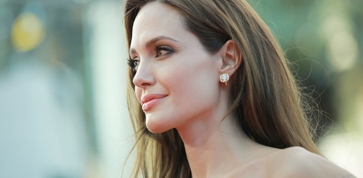 Angelina Jolie dá primeira aula em universidade da Inglaterra