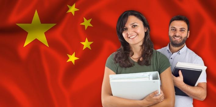 <p>Dominar el <strong>idioma chino es una necesidad cada vez más urgente</strong> debido a la gran expansión de los mercados nativo. Si trabjas en un empresa internacional, iniciaste un proyecto de gran escala o estás planificando un viaje, te recomendamos inscribirte en alguno de los <strong>10 cursos online gratuitos para aprender chino</strong> y adquirir las bases de la lengua para desenvolverte con relativa independencia, quizá ayudado de un diccionario electrónico o una <a href=https://noticias.universia.pr/educacion/noticia/2017/01/06/1148175/8-aplicaciones-gratuitas-aprender-idiomas-quizas-conocias.html title=8 aplicaciones gratuitas para aprender idiomas que quizás no conocías target=_blank>aplicación de idiomas</a>en tu celular.</p><blockquote style=text-align: center;>Inscríbete<a href=https://docs.google.com/a/universia.net/forms/d/1zrotG-Yu-LHTsGUDpeixGg2v7k3PNV4XXBwvvFG2Avc/viewform class=enlaces_med_leads_formacion title=Curso para aprender inglés en 6 meses target=_blank id=CURSOS>aquí</a>y aprende un nuevo idioma en 6 meses</blockquote><p>1.<a href=https://www.coursera.org/learn/learn-chinese target=_blank>Chino para Principiantes</a></p><p>Consiste en un curso introductorio que será útil para <strong>viajar o concretar negocios</strong> adquiriendo los aspectos más básicos de la lengua. Se trabaja especialmente sobre <strong>datos personales, horarios de oficina, comidas, precios, ciudades, clima y pasatiempos,</strong> con el fin de incorporar frases sencillas de conversaciones cotidianas desarrolladas en el ámbito profesional.</p><p><strong>Institución:</strong> Peking University.</p><p><strong>Plataforma:</strong> Coursera.</p><p><strong>Inicio:</strong> 8 de febrero.</p><p><br/><br/></p><p>2.<a href=https://alison.com/courses/Introduction-to-the-Chinese-Language-First-Contact target=_blank>Introduction to the Chinese Language - First Contact</a></p><p>Funciona como un acercamiento al idioma mediante videos cortos que en conjunto duran dos horas