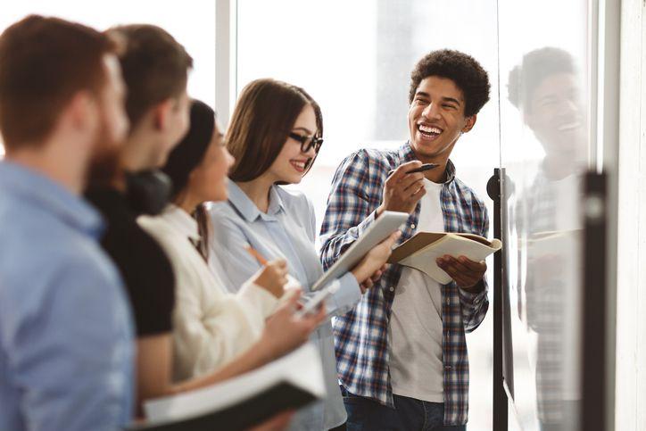 Atividades extracurriculares como cursos complementares podem agregar valor ao seu currículo