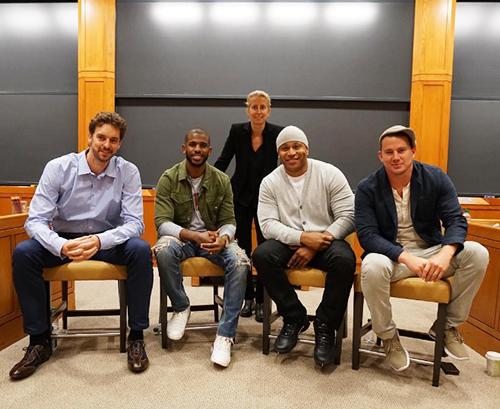Reprodução/Instagram: Pau Gasol, Chris Paul, LL Cool J e Channing Tatum com a professora de Harvard Anita Elberse