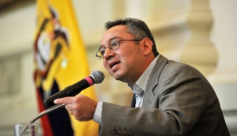 <p style=text-align: justify;>El ministro de <strong><span style=text-decoration: underline;><span style=color: #0000ff;><a title=Educación href=https://educacion.gob.ec/ target=_blank><span style=color: #0000ff; text-decoration: underline;>Educación</span></a></span></span></strong>, Augusto Espinosa, <strong>presentó en conferencia de prensa las metas para la educación ecuatoriana en 2015</strong>, en un plan que trabaja en puntos clave como la prevención, las oportunidades, la educación para la vida, opciones para concluir los estudios, educación especializada, infraestructura e innovación.</p><p></p><p></p><p><strong>Lee también</strong></p><p><br/><span style=color: #0000ff;><a style=color: #ff0000; text-decoration: none; title=Sigue toda la actualidad universitaria a través de nuestra página de FACEBOOK href=https://www.facebook.com/pages/Universia-Ecuador/391617097568563><span style=color: #0000ff;>» <strong>Sigue toda la actualidad universitaria a través de nuestra página de FACEBOOK</strong></span></a></span></p><p><span style=color: #ff0000;><a style=color: #ff0000; text-decoration: none; title=Visita nuestro Portal de BECAS y descubre las convocatorias vigentes href=https://becas.universia.com.ec/><span style=color: #ff0000;>» <strong>Visita nuestro Portal de BECAS y descubre las convocatorias vigentes</strong></span></a></span></p><p style=text-align: justify;></p><p style=text-align: justify;></p><p style=text-align: justify;></p><p style=text-align: justify;>El <strong><span style=text-decoration: underline;><span style=color: #0000ff;><a title=Plan Nacional para el Buen Vivir href=https://www.buenvivir.gob.ec/ target=_blank><span style=color: #0000ff; text-decoration: underline;>Plan Nacional para el Buen Vivir</span></a></span></span></strong>del Ecuador destaca la importancia de la <strong><span style=text-decoration: underline;><span style=color: #0000ff;><a title=Revolución del Conocimiento href=https://www.conocimiento.gob.ec/revolucion-del-conoc