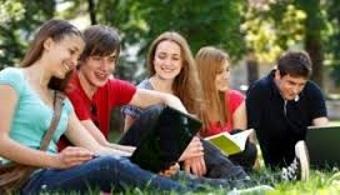 Más de 2.000 jóvenes visitaron el Stand Universia en AULA 2015