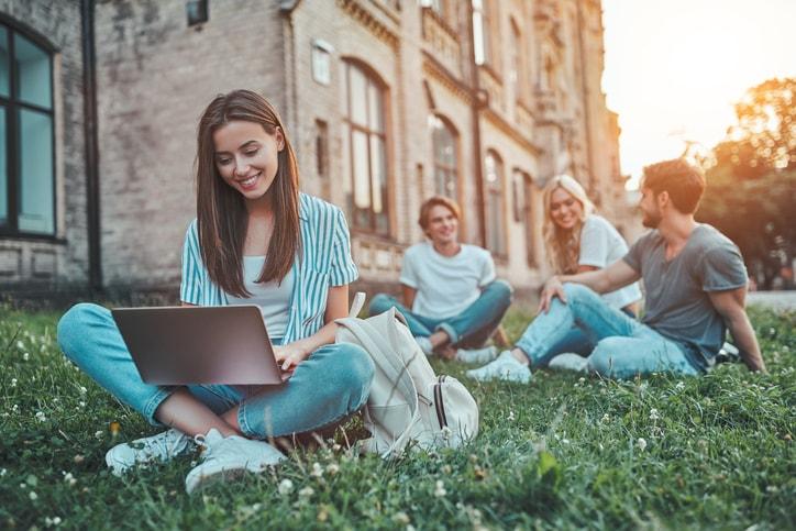 ¿Qué es el aula global? Ejemplos de universidades que la usan con éxito