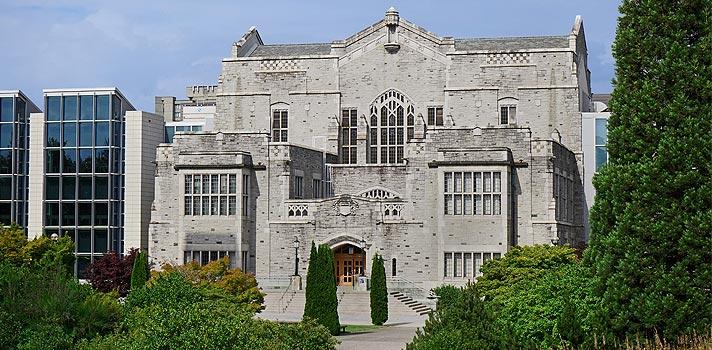 Universidade no Canadá tem bolsas para brasileiros que querem estudar inglês no país