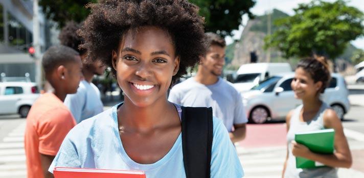 Fundação Estudar abre programa de bolsas para graduação, pós-graduação ou intercâmbio