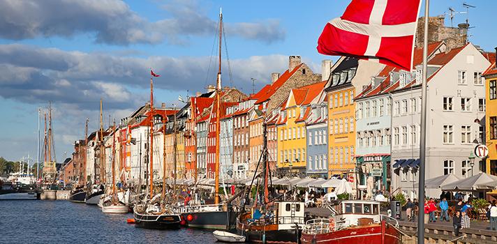 <p>A <strong>Universidade de Copenhage, na Dinamarca</strong>, está com as inscrições abertas para o seu programa de<strong><a title=Organização oferece bolsas de até US$ 65 mil para estudar em Stanford href=https://noticias.universia.com.br/estudar-exterior/noticia/2015/10/29/1133076/organizacao-oferece-bolsas-us-65-mil-estudar-stanford.html>bolsas de estudo</a> para Mestrado</strong>. As bolsas abrangem diferentes cursos relacionados à área de <strong>Ciência e Tecnologia de Alimentos</strong>. As inscrições deverão ser feitas pelo <a title=página de inscrições - bolsas de estudo Dinamarca href=https://studies.ku.dk/masters/agriculture/application-procedure/non-eu-citizens/ target=_blank><strong>site oficial</strong></a> e serão abertas <strong>a partir do dia 15 de novembro de 2015</strong>. O prazo máximo para se inscrever é dia <strong>15 de janeiro de 2016</strong>.</p><p></p><p><span style=color: #333333;><strong>Veja também:</strong></span><br/><a style=color: #ff0000; text-decoration: none; text-weight: bold; title=Abertas inscrições para bolsas de estudo nos Estados Unidos e Porto Rico href=https://noticias.universia.com.br/estudar-exterior/noticia/2015/11/06/1133354/abertas-inscrices-bolsas-estudo-estados-unidos-porto-rico.html>»<strong>Abertas inscrições para bolsas de estudo nos Estados Unidos e Porto Rico</strong></a><br/><a style=color: #ff0000; text-decoration: none; text-weight: bold; title=Inscrições para bolsas de estudo na Austrália terminam em novembro href=https://noticias.universia.com.br/destaque/noticia/2015/11/04/1133227/inscrices-bolsas-estudo-australia-terminam-novembro.html>»<strong>Inscrições para bolsas de estudo na Austrália terminam em novembro</strong></a><br/><a style=color: #ff0000; text-decoration: none; text-weight: bold; title=Todas as notícias sobre Bolsas de estudo e prêmios href=https://noticias.universia.com.br/estudar-exterior>» <strong>Todas as notícias sobre bolsas de estudo e prêmios</strong></a></p><p></p><p><strong>As