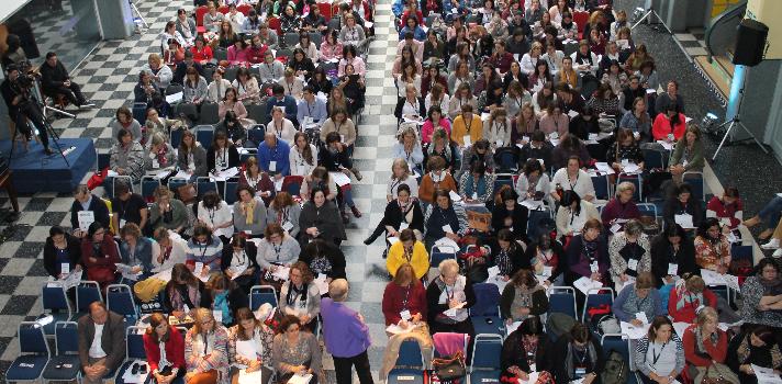 """<p>El pasado 12 y 13 de mayo en Escuela y Liceo Elbio Fernández se llevó a cabo la Conferencia Internacional <strong>""""Aprendizaje Diferenciado, de la teoría a la práctica""""</strong> y estuvo a cargo de la Profesora y Catedrática de Liderazgo Educativo <strong>Carol Ann Tomlinson</strong>.<br/><br/></p><p>El evento se desarrolló en <strong>dos jornadas académicas</strong> y tuvo como objetivo ser <strong>un espacio de intercambio</strong> entre especialistas, docentes, educadores y estudiantes, para dialogar sobre el <strong>Aprendizaje Diferenciado</strong> y cómo este debe desarrollarse de acuerdo a las nuevas demandas de los estudiantes.<br/><br/></p><p>Carol Ann Tomlinson es una figura reconocida a nivel internacional por su trabajo en <strong>la creación de aulas más receptivas y dinámicas</strong>. A través de su experiencia como educadora de niños de preescolar, estudiantes de secundaria y universitarios, ha comprendido las <strong>necesidades de los jóvenes</strong>, creando diferentes teorías entre las que se destacan el Aprendizaje Diferenciado.<br/><br/></p><p>La especialista ha publicado a lo largo de su carrera más de <strong>300 textos entre libros, artículos y diversos materiales para educadore</strong>s y el pasado 12 y 13 de mayo tuvo la oportunidad de compartir su conocimiento con cientos de personas en dicha conferencia.<br/><br/></p><p>Al evento <strong>asistieron más de 400 personas</strong>, quienes intercambiaron opiniones sobre tendencias y nuevas metodologías para aplicar en el aula, además de disfrutar de la presencia de una <strong>especialista de nivel internacional.</strong></p><p></p>"""