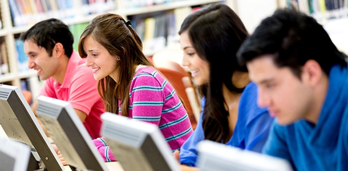 """<p style=text-align: justify;>La Universidad Javeriana es una institución educativa que en la ciudad de Cali cuenta con cuatro facultades en las áreas de las ciencias de salud, sociales, económicas e ingenierías. Hace tres años, la universidad llego a tener 2000 computadores en el campus, un volumen que generaba dificultades en términos de administración para el departamento de TI. Para la Universidad una compra de 600 computadores implicaba 1200 movimientos, como la generación de copias de resguardo y la instalación de las aplicaciones, entre otros.</p><p style=text-align: justify;></p><p style=text-align: justify;>En la institución los equipos son utilizados por profesores y alumnos, que requieren alto poder de cómputo para realizar sus proyectos académicos. En 2012 la Universidad decidió hacer una prueba con soluciones de virtualización. """"Tanto los estudiantes como los docentes hacen un uso intensivo de los computadores. No es comparable con el caso que ocurre por ejemplo en un call center en donde el operador usa un solo programa"""", asegura Mónica Perdomo, Coordinadora de Operaciones del Centro de Servicios Informáticos de la Pontificia Universidad Javeriana.</p><p style=text-align: justify;></p><p style=text-align: justify;>Para abordar esta problemática, la Universidad Javeriana de Cali le apostó a una infraestructura administrada en forma centralizada que hoy le permite asignar recursos en tiempo real, dependiendo de las necesidades de estudiantes y profesores, a través de una exitosa implementación de soluciones de virtualización de sus servidores (Citrix XenServer), de aplicaciones (Citrix XenApp) y de escritorios (Citrix XenDesktop).</p><p style=text-align: justify;></p><p style=text-align: justify;>La administración se ha visto beneficiada al virtualizar 400 escritorios, logrando un ahorro en mantenimiento y soporte del 80 %, una mejora de productividad del 75 %, ahorro de energía hasta de un 75 %, reducción de costos al tener máquinas virtualizadas vs PCs"""