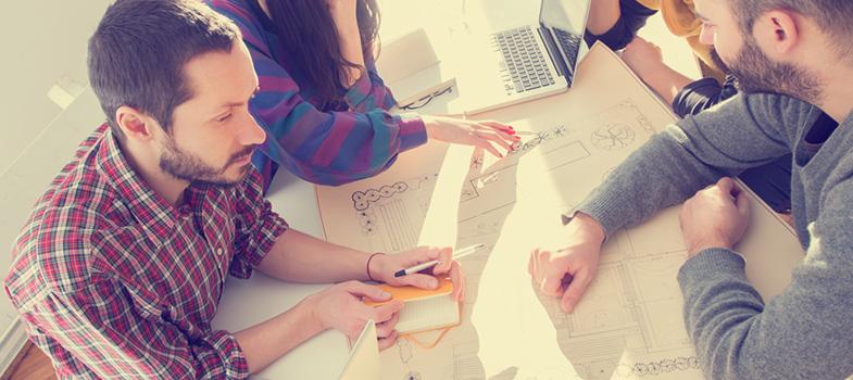 Muitos jovens potenciais empreendedores acabam perdendo a oportunidade de abrirem empresas bem-sucedidas por se sentirem <strong>inseguros quanto à hora certa de iniciarem o negócio</strong>. Porém, é preciso que você saiba: o excesso de análise é o único grande obstáculo entre você e sua grande ideia. <p></p><p><span style=color: #333333;><strong>Leia também:</strong></span><br/><a href=https://noticias.universia.com.br/tag/empreendedorismo-universitário/ title=Todas as notícias sobre empreendedorismo universitário>» <strong>Todas as notícias sobre empreendedorismo universitário</strong></a></p><p>Muitas vezes, as pessoas se sentem mais atraídas por pensar sobre o que poderia ser feito do que por colocar todas essas ideias em prática, de modo que você acaba não progredindo no plano de fazer seu negócio funcionar. Por isso, <strong>é essencial que você entenda que não existe hora perfeita para assumir riscos</strong>. Em vez de ficar obcecado com cada detalhe, dê uma chance.</p><p>Por fim, não espere sucesso do dia para a noite. Histórias de sucesso instantâneas são ilusões. Comece agora, mas entenda que será um processo longo e difícil. Veja o que vai acontecer e vá ajustando sua companhia ao longo do tempo. Trabalho duro raramente resulta em recompensa imediata, mas pode ter incríveis oportunidades ao longo do caminho.</p><p></p>