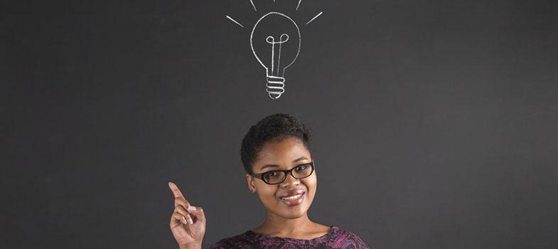 <p>Quando empreendedores têm uma nova ideia para seus negócios, a primeira questão que deve ser resolvida é <strong>como encontrar fundos para consolidar esse projeto</strong>, o que envolve encontrar pessoas que possam investir nessa criação.</p><p><span style=color: #333333;><strong>Leia também:</strong></span><br/><a href=https://noticias.universia.com.br/tag/empreendedorismo-universitário/ title=Todas as notícias sobre empreendedorismo universitário>» <strong>Todas as notícias sobre empreendedorismo universitário</strong></a></p><p>Para que isso seja possível, é necessário que você tenha certeza de que sua ideia tem valor e que valerá a pena arrecadar capital para realizá-la. A partir de então, existem algumas atitudes essenciais que devem ser tomadas para garantir o sucesso de seus negócios.</p><p><strong>A seguir, entenda como consolidar uma boa ideia em seus negócios:</strong></p><p><strong>1. Encontrar um ponto-chave</strong><br/> Para que sua ideia possa ser bem desenvolvida, é importante que você encontre qual o ponto que fará com que exista a possibilidade de mostrar por que essa criação é válida. Esse ponto pode ir desde uma boa reputação com clientes até uma habilidade única da empresa.</p><p><strong>2. Construir uma base sólida</strong><br/> O desenvolvimento de um bom negócio dependerá também de uma base sólida que possa mantê-lo com um funcionamento correto. Essa base deve ser formada com clientes e renda, ou então com o protótipo de um produto. Dessa maneira, a empresa terá formas de levantar capital, já que encontrar investidores será muito mais fácil quando você falar sobre algo que já construiu em vez de comentar sobre planos do que poderá surgir.</p><p><strong>3. Criar algo inesperado</strong><br/> A chave de todo esse desafio está na habilidade de criar algo inesperado. Ter a capacidade de criar bons relacionamentos com clientes a partir disso, mesmo com um orçamento curto, é essencial. Empreendedores bem-sucedidos devem saber como fazer acordo
