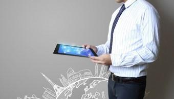 <p style=text-align: justify;>El programa, de formación profesional, tiene una duración de 10 semestres. La <a href=https://estudios.universia.net/colombia/institucion/universidad-medellin><strong>Universidad de Medellín</strong></a> a través de la Facultad de Comunicación oferta el nuevo pregrado en Comunicación y Entretenimiento Digital,<strong> como una respuesta a la trasformación de los nuevos formatos y campos de pensamiento que operan en los entornos digitales, que configuran la cultura actual y que generan nuevos productos intangibles</strong> relacionados con las formas de accionar, el comportamiento y el consumo, dando paso a una industria cultural, del entretenimiento y la tecnología.</p><p style=text-align: justify;></p><p><strong>Lee también</strong><br/><a style=color: #ff0000; text-decoration: none; title=El marketing digital en un mundo que se reconfigura constantemente href=https://noticias.universia.net.co/en-portada/noticia/2013/05/31/1027584/marketing-digital-mundo-reconfigura-constantemente.html>» <strong>El marketing digital en un mundo que se reconfigura constantemente</strong></a><br/><a style=color: #ff0000; text-decoration: none; title=Marketing digital: ¿por qué estudiarlo? href=https://noticias.universia.net.co/en-portada/noticia/2013/12/18/1070638/marketing-digital-que-estudiarlo.html>» <strong>Marketing digital: ¿por qué estudiarlo?</strong></a><br/><a style=color: #ff0000; text-decoration: none; title=Infografía: más de 30 datos que debes conocer antes de viajar por estudio o trabajo al Reino Unido href=https://noticias.universia.net.co/tag/comunicaci%C3%B3n-digital/>» <strong>Noticias relacionas a la Comunicación digital</strong></a></p><p style=text-align: justify;></p><p style=text-align: justify;>El pregrado en Comunicación y Entretenimiento Digital está enfocado al desarrollo del conocimiento en torno a la comunicación digital, el entretenimiento, los videojuegos, la animación, el VJ, el mapping, los efectos especiales, la realida