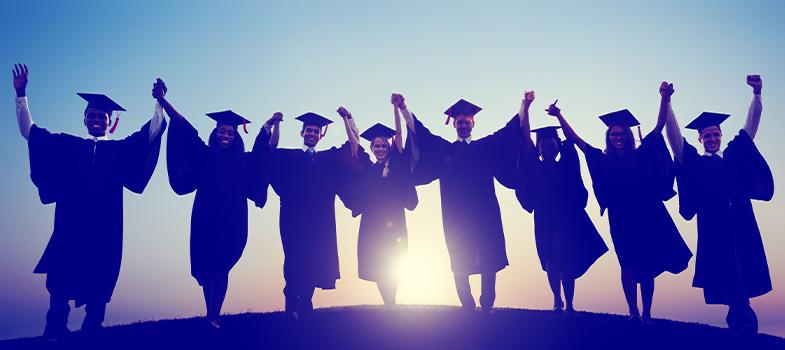 <p>Segundo dados divulgados pelo Ministério da Educação (MEC), em 12 anos, o Brasil apresentou um <strong><a title=35% dos participantes do Enade foram os primeiros da família no ensino superior href=https://noticias.universia.com.br/educacao/noticia/2016/04/04/1137928/35-participantes-enade-primeiros-familia-ensino-superior.html>crescimento de 80% no número de estudantes que concluíram o Ensino Superior</a></strong>. Em 2002, o total de concluintes em instituições públicas e privadas era de apenas 466,2 mil alunos. Em 2014, o número subiu para 837,3 mil estudantes.</p><p></p><p><span style=color: #333333;><strong>Você pode ler também:</strong></span><br/><a style=color: #ff0000; text-decoration: none; text-weight: bold; title=Sobe 305% o número de matrículas de estudantes com deficiência href=https://noticias.universia.com.br/educacao/noticia/2016/04/26/1138691/sobe-305-numero-matriculas-estudantes-deficiencia.html>» <strong>Sobe 305% o número de matrículas de estudantes com deficiência</strong></a><br/><a style=color: #ff0000; text-decoration: none; text-weight: bold; title=Brasil e Reino Unido fazem acordo para reconhecer diplomas estrangeiros de pós-graduação href=https://noticias.universia.com.br/educacao/noticia/2016/04/14/1138308/brasil-reino-unido-fazem-acordo-reconhecer-diplomas-estrangeiros-pos-graduacao.html>» <strong>Brasil e Reino Unido fazem acordo para reconhecer diplomas estrangeiros de pós-graduação</strong></a><br/><a style=color: #ff0000; text-decoration: none; text-weight: bold; title=Todas as notícias sobre o Enem 2016 href=https://noticias.universia.com.br/tag/notícias-enem-2016/>» <strong>Todas as notícias sobre o Enem 2016</strong></a></p><p></p><p>Um dos motivos apontados pelo MEC foi o crescimento de programas que incentivam o <strong>acesso à educação superior</strong>, como o <strong>Programa Universidade para Todos (ProUni</strong>), o <strong>Fundo de Financiamento Estudantil (Fies)</strong> e o <strong><a title=MEC divulga datas de pro