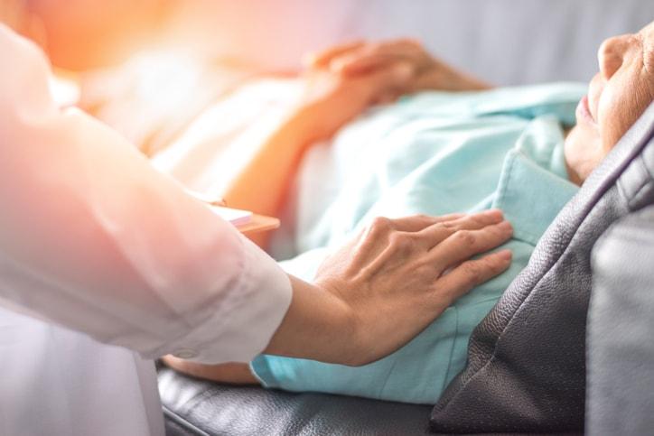 Curso de auxiliar de enfermería: 4 preguntas que debes plantearte antes de hacerlo