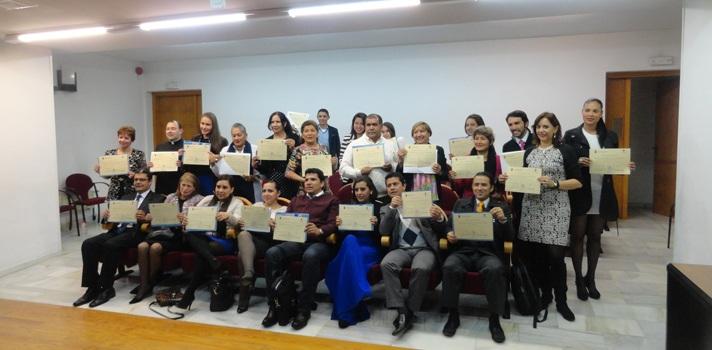 <p style=text-align: justify;>Los tres cursos ofrecidos por la Universidad Católica de Colombia, que se realizarán en España, son los siguientes:</p><p style=text-align: justify;></p><p style=text-align: justify;>1. Interpretación Constitucional, Defensa de la Constitución y Modelos de Gobierno.</p><p style=text-align: justify;></p><p style=text-align: justify;>Lugar: Universidad Jaén, España</p><p style=text-align: justify;>Duración: 2 semanas</p><p style=text-align: justify;>Fecha: septiembre 18 a octubre 2 del 2015</p><p style=text-align: justify;>Entidades Organizadoras, Facultad de Derecho Universidad Católica de Colombia y Universidad de Jaén en España, colabora el Departamento de Ciencia Política y de la Administración (Universidad de Granada). Dirigido a alumnos, egresados, magísteres y profesorado de Derecho.</p><p style=text-align: justify;></p><p style=text-align: justify;>2. El Consumo y los Consumidores en España y Europa desde una Perspectiva Comparada.</p><p style=text-align: justify;></p><p style=text-align: justify;>Lugar: Burgos, España</p><p style=text-align: justify;>Duración: 2 semanas</p><p style=text-align: justify;>Fecha: octubre 9-23 del 2015</p><p style=text-align: justify;></p><p style=text-align: justify;>Objetivos del curso</p><p style=text-align: justify;></p><p style=text-align: justify;>-Entender el funcionamiento básico de las instituciones legislativas y judiciales españolas y europeas en materia de consumo y consumidores, para su comparación con las existentes en el Derecho colombiano.</p><p style=text-align: justify;>- Conocer y comprender el contenido del sistema de los derechos de los consumidores en España y Europa.</p><p style=text-align: justify;>- Entender el rol de los operadores de justicia en el sistema de protección de los derechos de los consumidores.</p><p style=text-align: justify;>- Evaluar la situación en España y Europa de los Derechos de los consumidores para su posible integración en el sistema colombiano.</p><p 