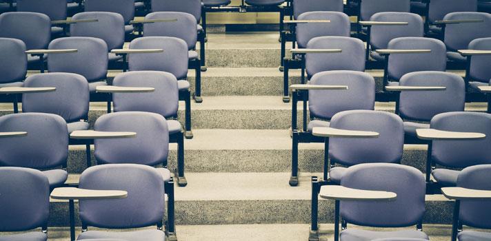 <p><em>Notícia atualizada em 18 de janeiro de 2016</em></p><p>Pela primeira vez, a <strong>Universidade de São Paulo (USP)</strong> aderiu à nota do <strong>Exame Nacional do Ensino Médio (Enem)</strong> como critério de seleção para alguns de seus cursos. Ao todo, foram disponibilizadas <strong><a title=Parte dos cursos da USP usará Enem no lugar da Fuvest href=https://noticias.universia.com.br/destaque/noticia/2015/06/24/1127244/parte-cursos-usp-usara-enem-lugar-fuvest.html>1.499 vagas no Sistema de Seleção Unificada (Sisu)</a></strong>, cujo prazo de inscrição para sua primeira edição de 2016 se encerrou na última quinta-feira (14).</p><p></p><p><span style=color: #333333;><strong>Você pode ler também:</strong></span><br/><a style=color: #ff0000; text-decoration: none; text-weight: bold; title=Sisu 2016 tem concorrência de 10 alunos por vaga href=https://noticias.universia.com.br/destaque/noticia/2016/01/15/1135480/sisu-2016-concorrencia-10-alunos-vaga.html>» <strong>Sisu 2016 tem concorrência de 10 alunos por vaga</strong></a><br/><a style=color: #ff0000; text-decoration: none; text-weight: bold; title=Inscrições para o Fies 2016 começam dia 29 de janeiro href=https://noticias.universia.com.br/destaque/noticia/2016/01/13/1135409/inscrices-fies-2016-comecam-dia-29-janeiro.html>» <strong>Inscrições para o Fies 2016 começam dia 29 de janeiro</strong></a><br/><a style=color: #ff0000; text-decoration: none; text-weight: bold; title=Todas as notícias de Educação href=https://noticias.universia.com.br/educacao>» <strong>Todas as notícias de Educação</strong></a></p><p></p><p>Na última divulgação das notas de corte do Sisu, feita pelo <strong>Ministério da Educação (MEC)</strong>, 19 cursos da USP tinham mais vagas do que candidatos inscritos, o que quer dizer que existem vagas sobressalentes nessas oportunidades.</p><p></p><p>Uma possível explicação para as poucas candidaturas a essas carreiras é a <strong><a title=Aluno que tentar USP pelo Enem terá que tirar 650 pont