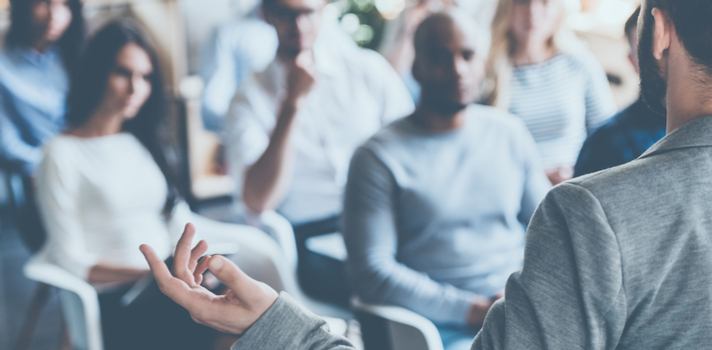 Hablar en público puede ser una gran presión para ti, controla tus nervios con estos ejercicios de respiración