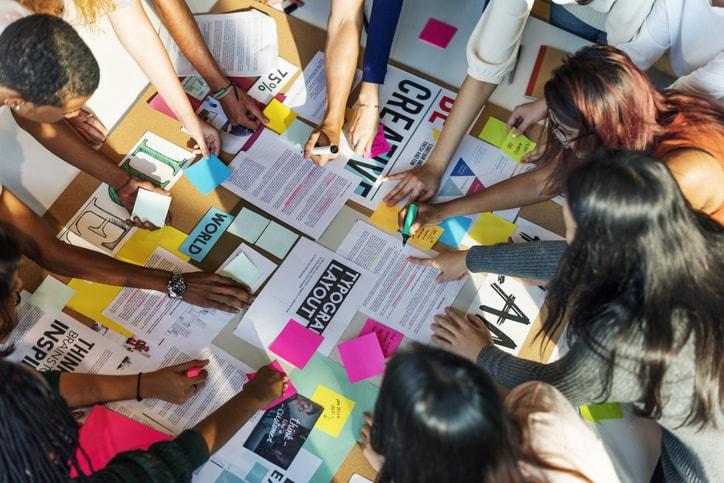 Qué es el design thinking y cómo aplicarlo a la educación.