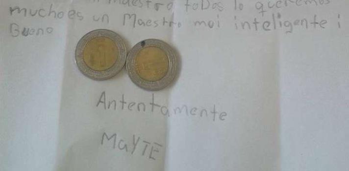 Una niña le regala 2 pesos a su profe para que se compre algo ¿Sabes por qué?