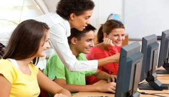 <p>Si bien los estudiantes universitarios hoy en día tienen la posibilidad de estudiar carreras relacionadas al campo de la tecnología en su propio país, hoy compartiremos la lista de las <strong>10 mejores universidades en computación del mundo</strong>según el Ránking de Shangai.</p><p></p><p></p><p><strong>Lee también</strong></p><p><br/><a style=color: #ff0000; text-decoration: none; title=Universia Paraguay FACEBOOK href=https://www.facebook.com/pages/Universia-Paraguay/246674905428102>» <strong>Universia Paraguay FACEBOOK</strong></a></p><p> <br/><a style=color: #ff0000; text-decoration: none; title=Visita nuestro portal de BECAS href=https://becas.universia.com.py/PY/index.jsp>» <strong>Visita nuestro portal de BECAS</strong></a></p><p></p><p></p><h3>¿Qué es el Ranking de Shangai?</h3><p></p><p>Este <a href=https://www.shanghairanking.com/ target=_blank>ranking</a>se realiza seleccionando las <strong>500 mejores universidades del mundo</strong> en términos generales, para luego crear listas más específicas de acuerdo a las distintas disciplinas.</p><p></p><p>Los <strong>parámetros</strong> utilizados para calificar a las universidades se dividen en aquellos que pueden ser <strong>cuantificables</strong> y los que no, ya que dependen de una visión más subjetiva.</p><p></p><p>Los indicadores objetivos se sustraen de la cantidad de <strong>premios Nobel o medallas Fields</strong> conquistadas por docentes o exalumnos de la Universidad en cuestión, así como las <strong>publicaciones</strong> realizadas en revistas de prestigio internacional o las <strong>investigaciones</strong> que alcanzan resultados de interés general.</p><p></p><p>Es importante mencionar que <strong>Estados Unidos domina la mayoría de las listas</strong> ya que existen más de 100 universidades en ese país que cuentan con un excelente nivel académico.</p><p></p><p>En particular las carreras de Computación Científica o Ciencias de la Computación que se imparten en Estados Unidos son las mejores
