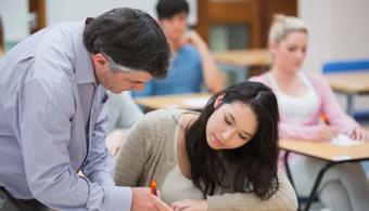 <p style=text-align: justify;>Las docentes viajarán a Brasil a participar en la<strong> Red Iberoamericana de Movilidad de Docentes</strong>, evento que se realizará del 2 al 6 de marzo y que tiene como propósito el intercambio de las prácticas de enseñanza exitosas en innovación educativa, con el fin de fortalecer la formación y apropiar conocimientos para incorporar el uso de las Tecnologías de la Información y la Comunicación (TIC) en las aulas.</p><p style=text-align: justify;></p><p><strong>Lee también</strong><br/><a style=color: #ff0000; text-decoration: none; title=El uso de las TIC y su transformación en la educación href=https://noticias.universia.net.co/en-portada/noticia/2014/04/03/1093604/uso-tic-transformacion-educacion.html>» <strong>El uso de las TIC y su transformación en la educación</strong></a><br/><a style=color: #ff0000; text-decoration: none; title=Gamificación: una tendencia que marcará el futuro de la educación href=https://noticias.universia.net.co/actualidad/noticia/2015/01/23/1118723/gamificacion-tendencia-marcara-futuro-educacion.html>» <strong>Gamificación: una tendencia que marcará el futuro de la educación</strong></a><br/><a style=color: #ff0000; text-decoration: none; title=Infografía: Conoce la educación híbrida, la nueva tendencia en métodos de aprendizaje href=https://noticias.universia.net.co/en-portada/noticia/2014/03/20/1089340/infografia-conoce-educacion-hibrida-nueva-tendencia-metodos-aprendizaje.html>» <strong>Infografía: Conoce la educación híbrida, la nueva tendencia en métodos de aprendizaje</strong></a></p><p></p><p></p><p style=text-align: justify;>Se trata de Ángela María Henao, del colegio José María Obando de Corinto (Cauca) y Ángel Viloria, de la Institución Distrital Evardo Turizo Palencia de Barranquilla, quienes fueron seleccionadas por el Ministerio de Educación para viajar a Sao Paulo por su desempeño en el <strong>II Encuentro Nacional de Experiencias Significativas 2014</strong> que realizó esta cartera, don