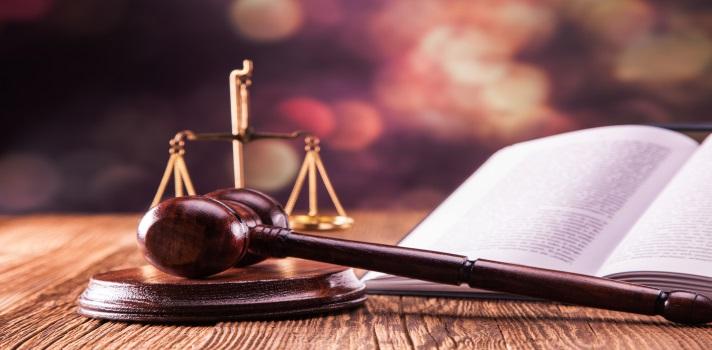 ¿Cuáles son las especializaciones más comunes de la carrera de Derecho?