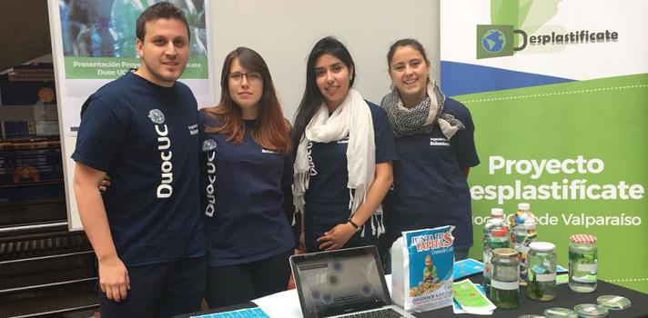 Alumnos de Duoc UC Valparaíso lanzan campaña para reducir el uso de plástico