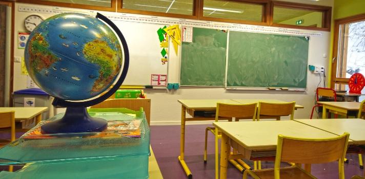 <p>Lo <strong>mejores modelos educativos del mundo</strong> se caracterizan por ser asequibles, bridar una educación de calidad, invertir en la capacitación de maestros e incluir las nuevas tecnologías entre otros aspectos. ¿Qué países lo han alcanzado? A continuación te contamos las <strong>características de los 9 mejores modelos educativos a nivel mundial</strong> según la recopilación del portal <a title=Young Marketing href=https://www.youngmarketing.co/ target=_blank rel=me nofollow>Young Marketing</a>.</p><p><br/><span style=color: #ff0000;><strong>Lee también</strong></span><br/><a style=color: #666565; text-decoration: none; title=Expertos aseguran que Finlandia ya no es el modelo líder en educación href=https://noticias.universia.hn/educacion/noticia/2015/06/04/1126339/expertos-aseguran-finlandia-modelo-lider-educacion.html target=_blank>» <strong>Expertos aseguran que Finlandia ya no es el modelo líder en educación</strong></a><br/><a style=color: #666565; text-decoration: none; title=Bibliotecas comunitarias de Lempira: la lectura como una herramienta de formación y dignificación humana href=https://noticias.universia.hn/actualidad/noticia/2015/02/26/1120165/bibliotecas-comunitarias-lempira-lectura-herramienta-formacion-dignificacion-humana.html target=_blank>» <strong>Bibliotecas comunitarias de Lempira: la lectura como una herramienta de formación y dignificación humana</strong></a><br/><a style=color: #666565; text-decoration: none; title=<br />La Unesco dio a conocer los resultados del Informe Educación Para Todos href=https://noticias.universia.hn/cultura/noticia/2015/04/16/1123367/unesco-dio-conocer-resultados-informe-educacion.html target=_blank>» <strong>La Unesco dio a conocer los resultados del Informe Educación Para Todos</strong></a><br/><br/></p><p></p><p><strong>1 – Corea del Sur</strong></p><p>La educación en Corea del Sur es estricta y rigurosa. Los estudiantes generalmente concurren siete veces por semana a la escuela y emplean más de 12