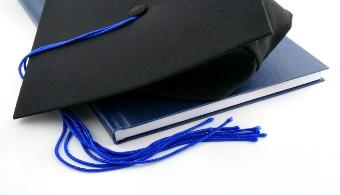 <p style=text-align: justify;>La <strong><a title=Universidad Central del Este href=https://estudios.universia.net/republica-dominicana/institucion/universidad-central-del-este target=_blank>Universidad Central del Este</a></strong>(UCE) invistió 342 nuevos profesionales en un acto en el que el vicerrector académico, el <strong>Lic. Baltazar Gonzalez Camilo</strong>, reafirmo el compromiso de calidad educativa integral hizo mención de los objetivos de la institución con la ejecución de un amplio plan de <strong>rediseño curricular</strong> conectado con el desarrollo económico y social dominicano.</p><p style=text-align: justify;></p><p><a style=color: #ff0000; text-decoration: none; title=Sigue toda la actualidad universitaria a través de nuestra página de Facebook href=https://www.facebook.com/pages/Universia-Rep%C3%BAblica-Dominicana/445903752110737>» <strong>Sigue toda la actualidad universitaria a través de nuestra página de Facebook</strong></a></p><p><br/><a style=color: #ff0000; text-decoration: none; title=Visita nuestro portal de Becas y descubre las convocatorias vigentes href=https://becas.universia.com.do/DO/index.jsp>» <strong>Visita nuestro portal de Becas y descubre las convocatorias vigentes</strong></a></p><p></p><p style=text-align: justify;></p><p style=text-align: justify;></p><p style=text-align: justify;>La graduación es la <strong>centésima dieciséis</strong> que realiza la UCE en sus<strong> 43 años de fundada</strong>, se desarrolló en el Recinto Doctor <strong>Jose Hazím Azar</strong> del campus universitario y fue encabezada por las autoridades presidiendo la mesa principal el <strong>Licenciado José Altagracia Hazim Torres</strong>, Rector Magnífico de la UCE, le acompañaban,<strong> Dra. Ninoshka Gonzalez Hazim-</strong> Vicerrectora de Educación a distancia y Estudios Virtuales, <strong>Lic. Baltazar Gonzalez Camilo</strong> – Vicerrector Académico,<strong> Lic. Dolores Montalvo</strong>- Vicerrectora Administrativa, <strong>Dra. Olga 