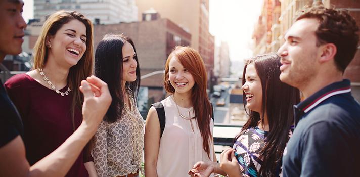 """<p>Cumpliendo 24 años en Chile,<strong> EF Education First</strong> (www.ef.com/cl), la empresa de enseñanza internacional de idiomas en el extranjero, abre una nueva escuela en Seúl en respuesta a la demanda y gran auge que tiene este idioma a nivel mundial. Este país asiático está generando una gran influencia a nivel industrial y cultural, por lo que esta nueva escuela de intercambios presenta una alternativa perfecta para sumarse al cambio.</p><p>""""Esta apertura surge, en gran parte, a la demanda existente por los estudiantes de diferentes países, los cuales cada vez más demandaban este tipo de cursos presenciales. De hecho, en el país ya hay más de 750 solicitudes para este destino y, a nivel mundial, cerca de 250 eligieron a Corea para hacer cursos durante el verano, siete chilenos entre ellos"""", comenta <strong>José Luis Scerri</strong>, Gerente General de EF Education First.</p><p>En Chile la demanda del coreano no sólo se debe a la influencia del K-pop y el """"hallyu""""- como se conoce a la ola coreana- sino también a la gran cantidad de empresas de este país que ya tienen un vínculo comercial con el nuestro. """"Dentro de las personas interesadas en aprender coreano con nosotros, hemos visto que un 57% tiene sobre los 25 años"""", agrega Scerri.</p><p>Asimismo, el gerente general comentó que la existencia de esta demanda ha hecho que las solicitudes por estudiar coreano hayan aumentado en los últimos tres años. En este sentido, añadió que el 20% del volumen de estudiantes de coreano corresponde a jóvenes profesionales que quieren ascender en las grandes multinacionales. """"Esto puede significar abrir puertas en nuevos mercados; no sería sólo una apuesta personal, sino también una apuesta para el país"""", finalizó Scerri.</p><p>Según la publicación impresa, Ethnologue, 86.000 personas en el mundo hablan este idioma. Asimismo, Corea del Sur fue el cuarto destino de las exportaciones chilenas durante el año 2015, representando un 6,5% del total exportado al mundo, según dato"""
