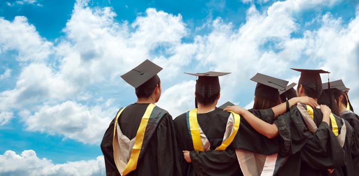 <p>O <strong>Enade 2016 ocorrerá dia 20 de novembro</strong>, e avaliará o rendimento de estudantes de curso de graduação. Inscritos devem acessar o <a href=https://enadeies.inep.gov.br/enadeIes/ title=Sistema Enade target=_blank>Sistema Enade</a>até essa data para obter o local onde prestarão a prova. Podem prestar a prova apenas alunos matriculados em cursos regulares.</p><p><span style=color: #333333;><strong>Leia também:</strong></span><br/><a href=https://noticias.universia.com.br/tag/notícias-sobre-educação/ title=notícias sobre educação>» <strong>Todas as notícias sobre educação</strong></a><br/><a href=https://noticias.universia.com.br/educacao/noticia/2016/11/07/1145289/adriana-calcanhotto-dara-aulas-universidade-coimbra-2017.html title=Adriana Calcanhotto dará aulas na Universidade de Coimbra em 2017>» <strong>Adriana Calcanhotto dará aulas na Universidade de Coimbra em 2017</strong></a></p><p><strong>Esse ano serão avaliados bacharéis em:</strong><br/> Agronomia<br/> Biomedicina<br/> Educação física<br/> Enfermagem<br/> Farmácia<br/> Fisioterapia<br/> Fonoaudiologia<br/> Medicina<br/> Medicina veterinária<br/> Nutrição<br/> Odontologia<br/> Serviço social<br/> Zootecnia<br/> Agronegócio<br/> Estética e cosmética<br/> Gestão ambiental<br/> Gestão hospitalar<br/> Radiologia</p><p>A prova ocorrerá em todo o Brasil, e começará às 13h (horário de Brasília), com duração de 4 horas. O conteúdo do exame consistirá do conhecimento proposto pelo curso dado pela instituição de ensino do aluno. Esse ano <strong>o Enade contará com novidades para assegurar a segurança da prova</strong>, com a Folha de Resposta e o Caderno de Provas sendo nominais.</p>