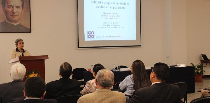 """Representantes de Instituciones de Educación Superior de Centroamérica y Panamá asistieron a la<strong> XXII reunión ordinaria del Consejo de Acreditación y del Comité Técnico de Evaluación de la Agencia Centroamericana de Acreditación de Postgrado (ACAP)</strong>, que tuvo lugar en la <a href=https://www.universia.com.sv/universidades/universidad-don-bosco/in/37182 target=_blank>Universidad Don Bosco</a>. <br/><br/><br/>Dicho encuentro se realiza dos veces al año con la finalidad de <strong>tomar decisiones fundamentales para el buen funcionamiento y organización de la Agencia</strong>, así como para la toma de decisiones de programas que se encuentran en proceso de acreditación o reacreditación.<br/><br/><br/>La apertura se realizó en el<strong> One World Competence Center (OWCC)</strong> del <strong>Centro de Ciencias """"Karlheinz Wolfgang""""</strong> de la Universidad Don Bosco y contó con la presencia, entre otros del <strong>Dr. Juan Antonio Gómez</strong>, presidente de la Agencia Centroamericana de Acreditación de Postgrado, ACAP; el <strong>Dr. José Humberto Flores Muñoz</strong>, rector de la Universidad Don Bosco; la<strong> Dra. Maribel Duriez González</strong>, vicepresidenta de ACAP; <strong>Dra. Elsa Milena Sánchez</strong>, directora ejecutiva de ACAP y <strong>Dra. María José Lemaitre</strong>, directora ejecutiva del <strong>Centro Interuniversitario de Desarrollo CINDA</strong>; quien desarrolló la conferencia magistral """"Estado mundial de la acreditación de la calidad: Perspectivas y tendencias"""".<br/><br/><br/>La ACAP es un organismo de integración regional, en la que participan<strong> 43 instituciones centroamericanas</strong> que incluyen: todas las universidades públicas, 15 universidades privadas, los Consejos de Ciencia y Tecnología, las academias de ciencia y la Confederación de Entidades Profesionales Universitarias/ CEPUCA. Esta conformación multisectorial le da un carácter innovador al aseguramiento de la calidad de la Educación Superior. <b"""